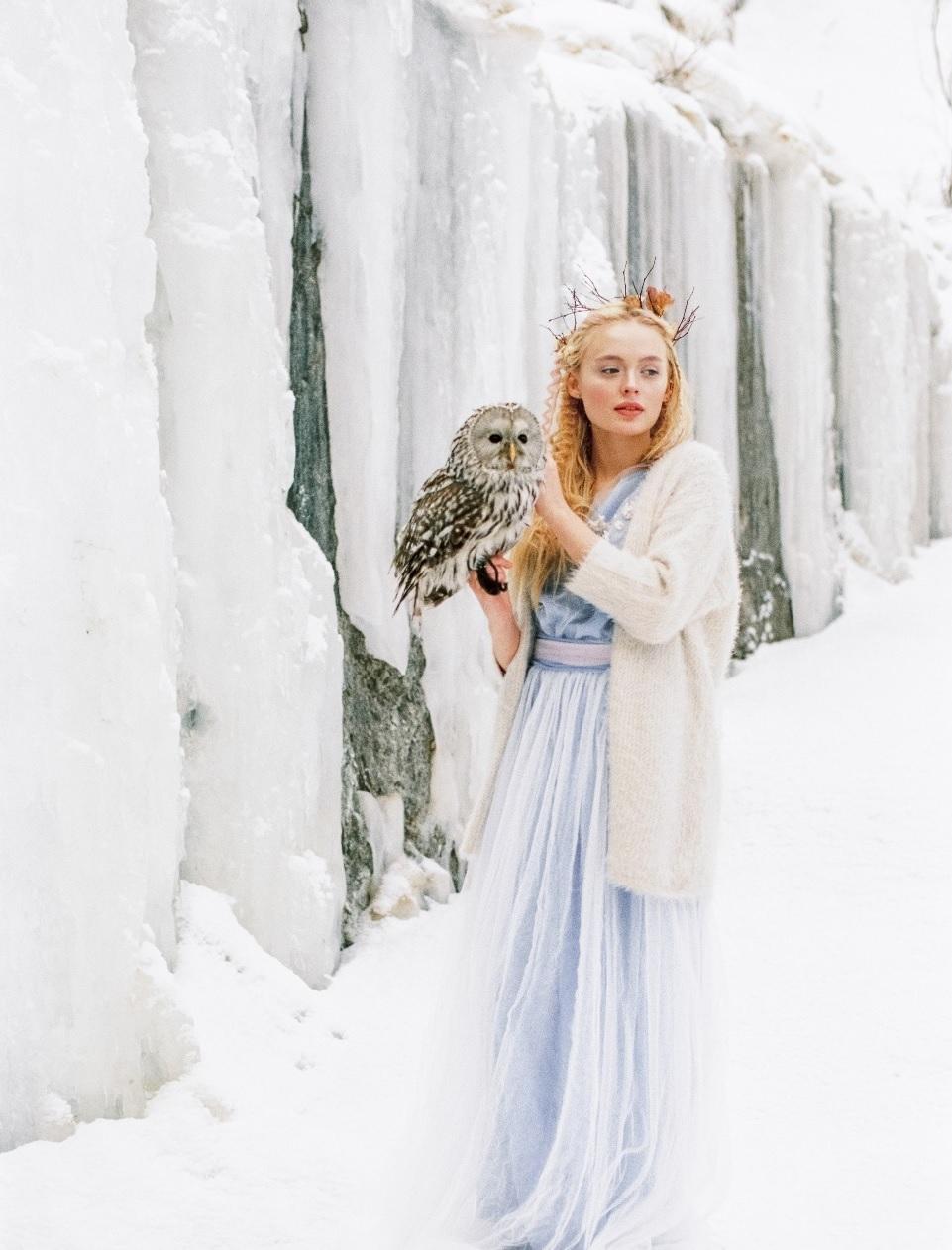 Невеста-Зима: как выбрать наряд для зимней свадьбы